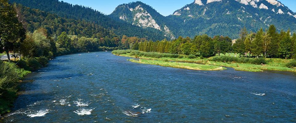 rzeka wgórach
